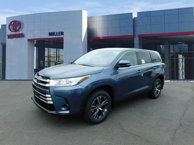 New 2019 Toyota Highlander LE AWD V6