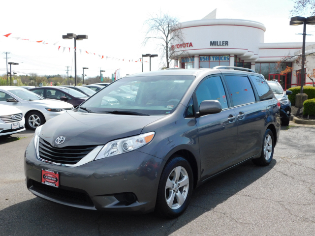 Certified Pre-Owned 2014 Toyota Sienna LE